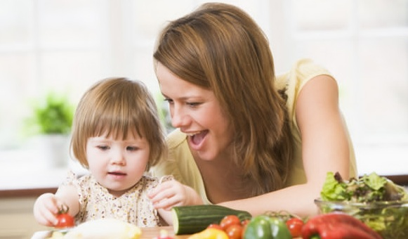 Teaching-Your-Kids-How-to-Make-Healthy-Food-Choices 5 Simple Ways to Make Your Children Healthier